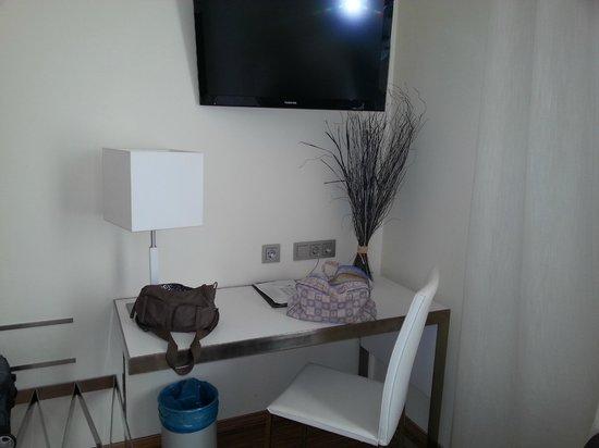 Hotel Via De La Plata Spa :                   gran tv