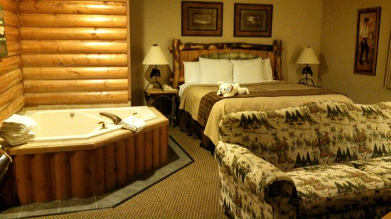 Stoney Creek Hotel & Conference Center - East Peoria:                   Suite with King Bed, Jacuzzi, Fireplace