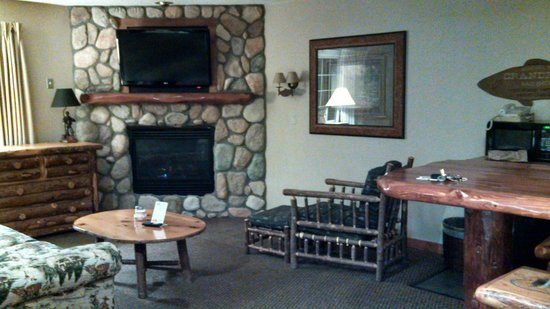Stoney Creek Hotel & Conference Center - East Peoria :                   Suite with King Bed, Jacuzzi, Fireplace