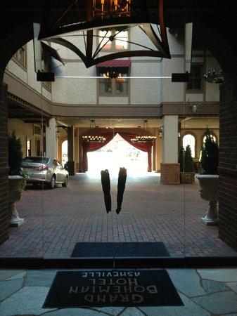 Grand Bohemian Hotel Asheville, Autograph Collection: valet parking area