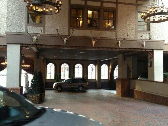 Grand Bohemian Hotel Asheville, Autograph Collection: valet