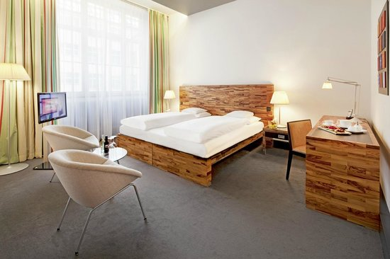 Movenpick Hotel Berlin: Superior room (25-30m²) facing the quiet courtyards