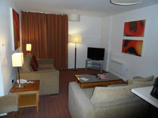 PREMIER SUITES Manchester: Lounge area