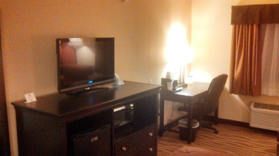 BEST WESTERN PLUS Corning Inn: t.v. and desk area
