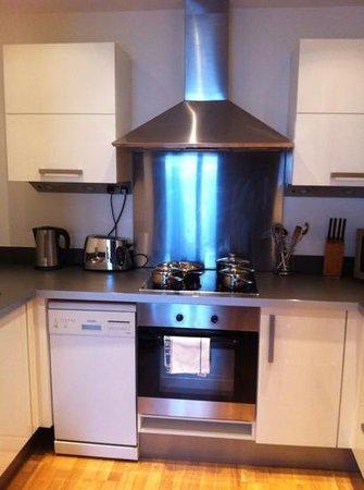 Blue Rainbow ApartHotel - Manchester Central: Kitchen