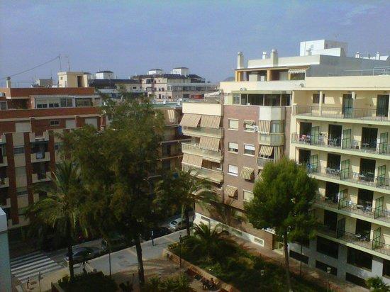 Hotel Oasis Plaza:                   Vista desde la piscina que está en la parte superior