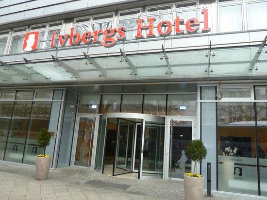 โรงแรมอีฟเบิร์คพรีเมียม:                   Ivbergs Premium Hotel Eingang