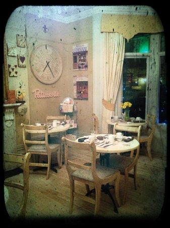 Brighton Marina House Hotel:                   Breakfast room