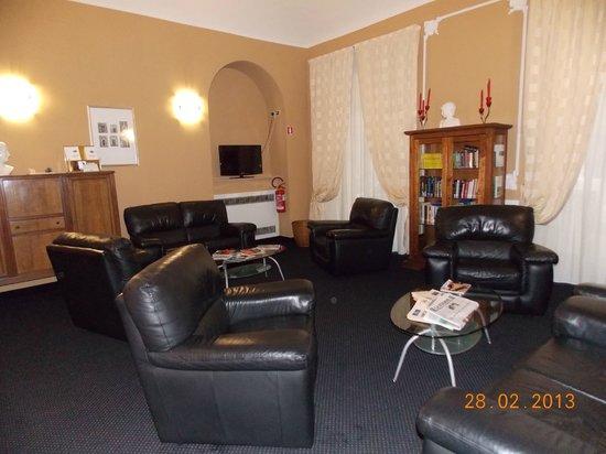 โรงแรมเออร์บานี่:                   The lounge