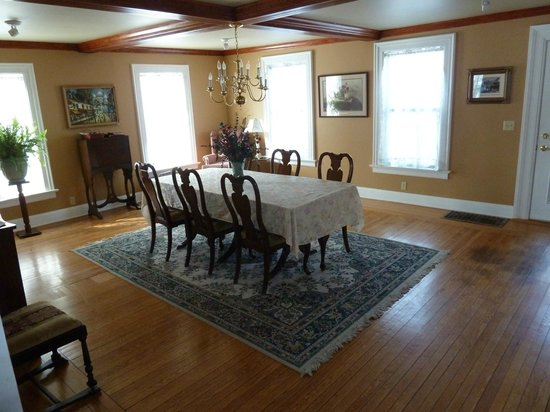 Bentley-Wheeler B&B:                   Dining Room