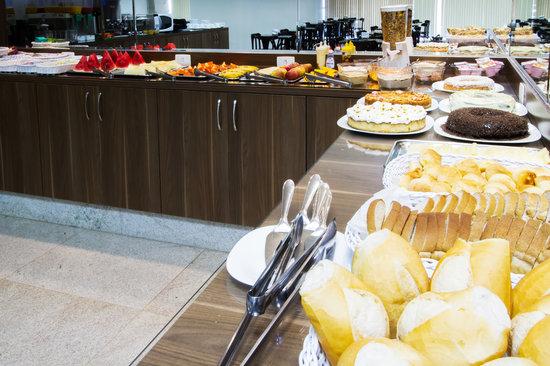 Brisa Tower Hotel: Café da Manhã