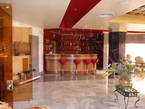 Lotus Luxor Hotel:                                     Bar area