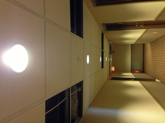 Maplewood Suites Extended Stay - Syracuse/Airport:                   The hallway