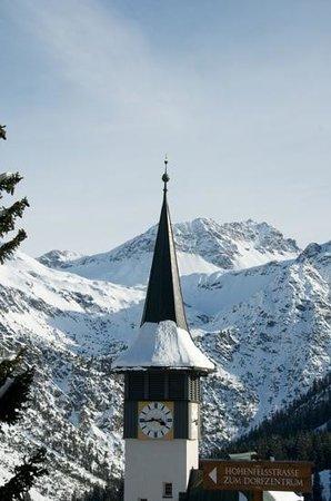 Arosa Ski Resort:                   Arosa : le coeur du village