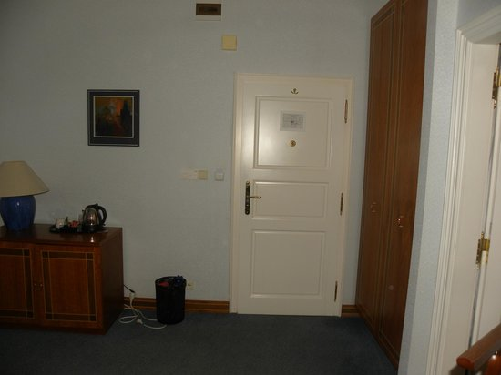 Hotel Pod Vezi:                   Entrata della nostra camera.