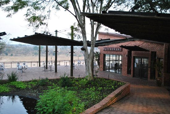 Ngwenya Lodge:                   Restaurant area