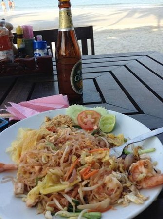 Koh Phangan Dreamland Resort:                                     eating Pad Thai