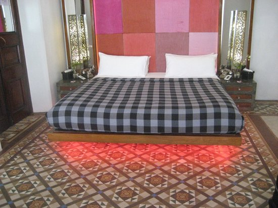 CASA Colombo Collection:                   lit dans suite
