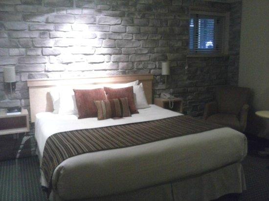 Hotel du Vieux-Quebec:                                     Chambre 105