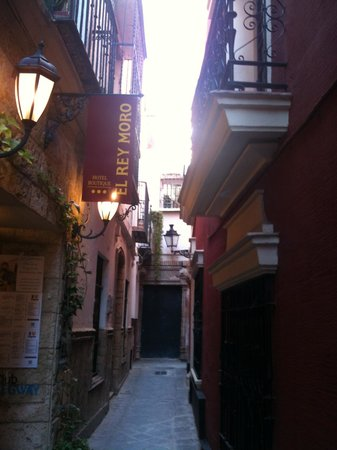 El Rey Moro Hotel Boutique Sevilla:                   street outside hotel