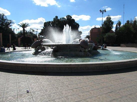 Jardin el Harti :                   de fontein voor het park