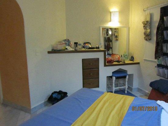 جران فيستيفال أول انكلوسف ريزورت:                   master bedroom, only dresser                 