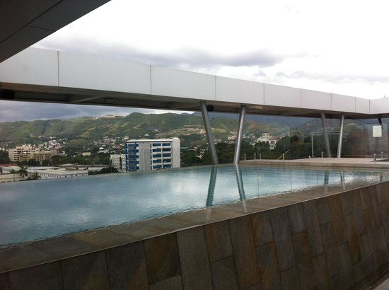 Best Western Plus Lex Cebu :                                     Infinity pool