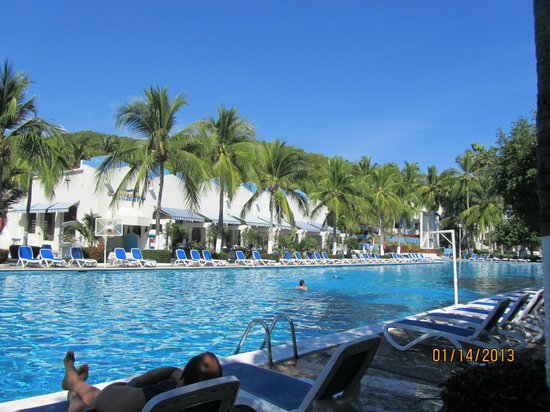 Gran Festivall All Inclusive Resort:                   Empty pool in afternoon middle of January