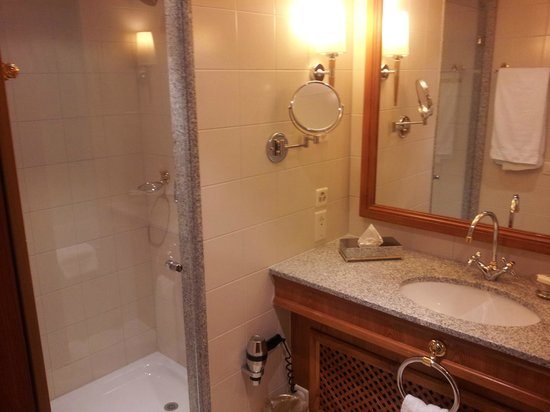Hotel Continental Zurich - MGallery by Sofitel:                   1st bathroom in big room