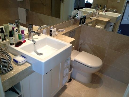إيكوز بوتيك هوتل آند ريستيورانت:                   bathroom                 