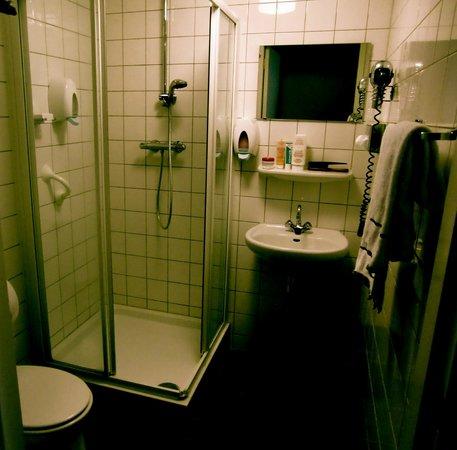 Hotel Het Hart van Weesp:                   Te hoog geplaatste spiegel