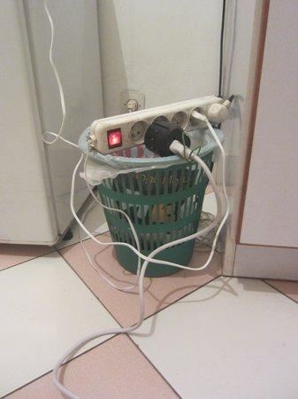 Hotel Villa La Madeleine:                   Overloaded dangerous plugs