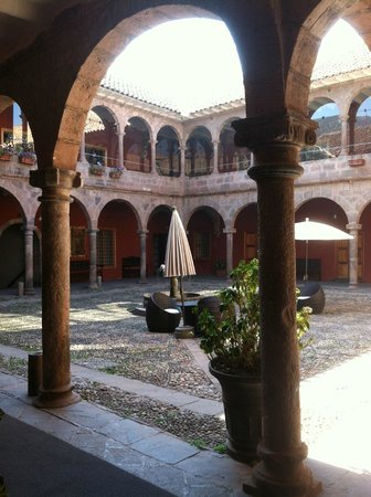 Hotel Costa Del Sol Ramada Cusco:                   view from from room to courtyard