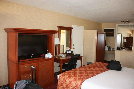 Best Western Plus Anaheim Inn:                   Main room