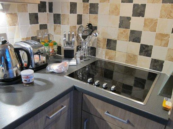 Norwich Street Apartments - Peymans :                   kitchen corner