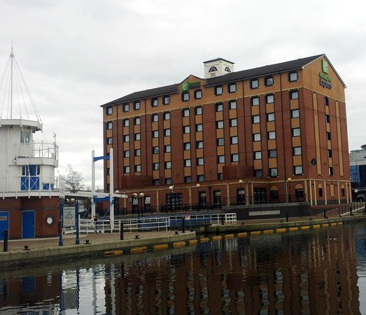 Holiday Inn Express Manchester - Salford Quays:                   Hotel