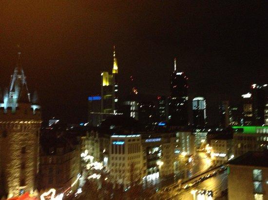 Fleming's Selection Hotel Frankfurt-City :                   views at night