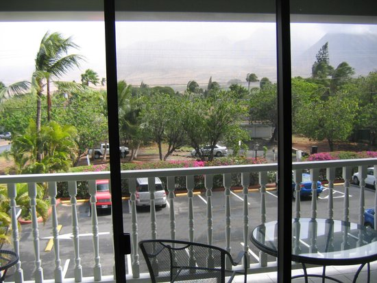 Lahaina Shores Beach Resort:                   View from a mountain side condo