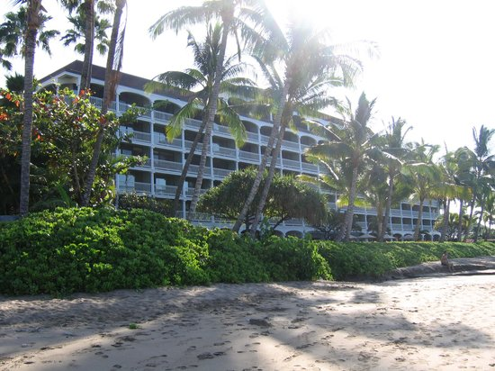 Lahaina Shores Beach Resort:                   Outside view of the resort