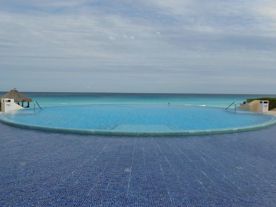 Live Aqua Cancun All Inclusive :                                     Vanishing edge pool