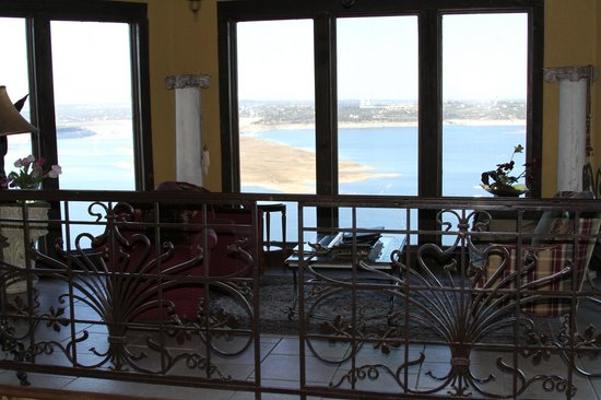 La Villa Vista:                   The lounge area in the dining room floor. What a view!