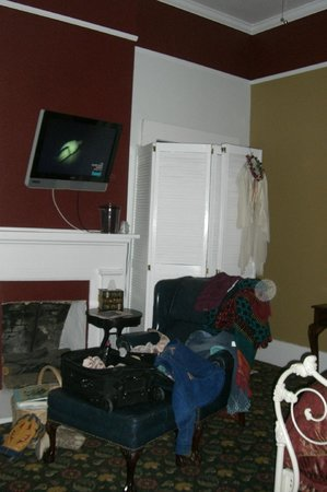 Ye Kendall Inn :                                     Ghost Orb on right side of chair
