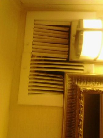 Holiday Inn Charlottesville-Monticello:                   Busted in vents