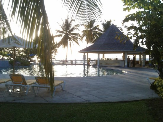 Turtle Beach by Rex Resorts:                   Pool Bar... so serene!