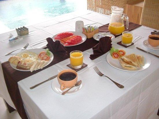 bvilla + Seaside :                   朝食の一例
