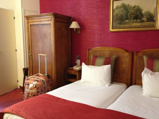 BEST WESTERN Tour Eiffel Invalides:                   room with 2 beds