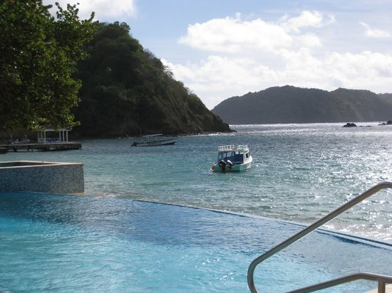 Blue Waters Inn:                   Infinity pool and beautiful sea