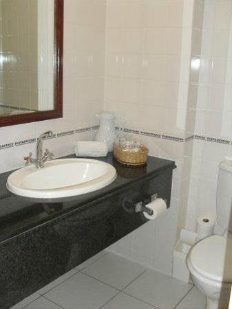 Balmoral Hotel:                                     En-suite bathroom