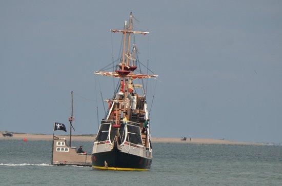 Shutterguide Tours:                   Pirate ship under attack - St. Augustine