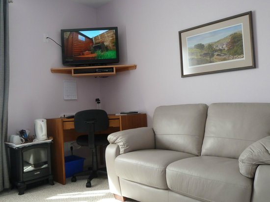 At Townsend B&B: Business or leisure, news or movies.